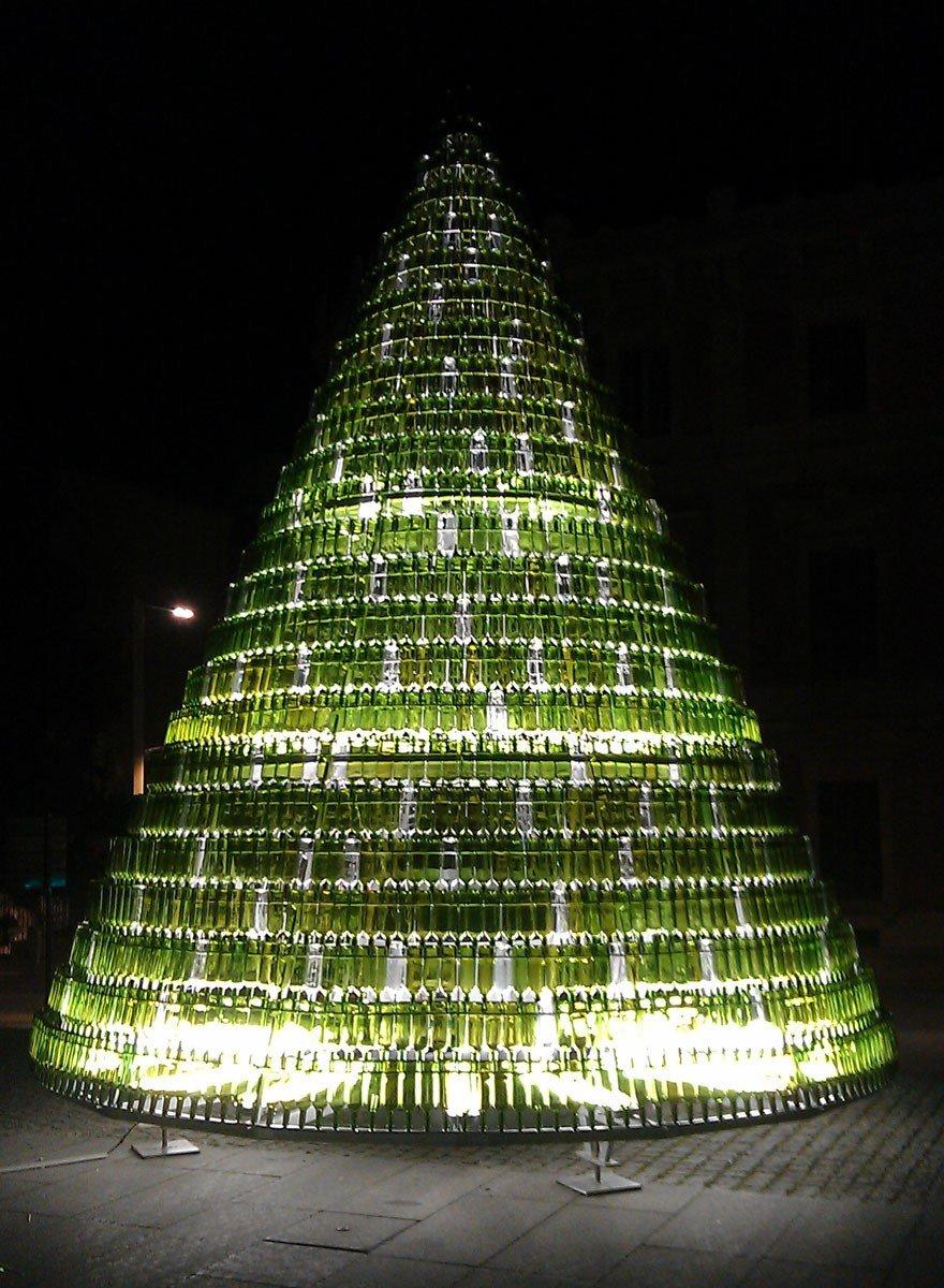 arbol-navidad-ecologico-pamplona-realizado-botellas-vidrio-reutilizadas