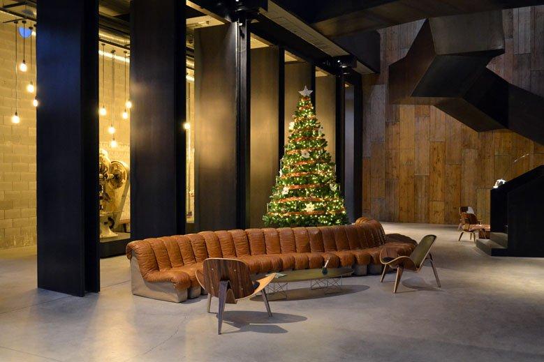 Árbol de Navidad minimalista laboratorio farmacéutico Barcelona