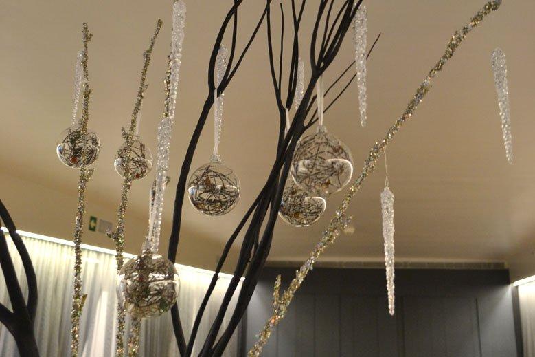 Detalle decoración navideña minimalista comedor hotel Barcelona